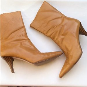 ⭐️🎄HOLIDAY SALE ⭐️🎄Booties w/ stacked heels S 8